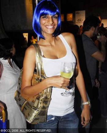 anushka-blue-hair.jpg