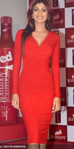 shilpa-shetty-red-outfit-2.jpg