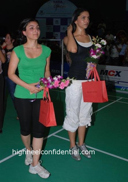 soha_deepika_badminton.JPG