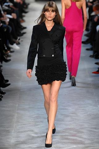 sonam-kapoor-stella-black-dress-1.jpg