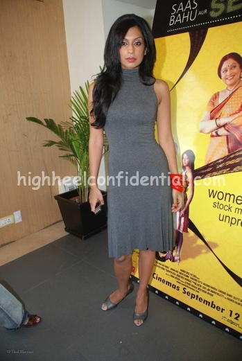masumeh-grey-dress-saas-bahu-aur-sensex-music-launch1.jpg