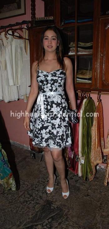 preeti-jhangiani-floral-dress-melange1.jpg