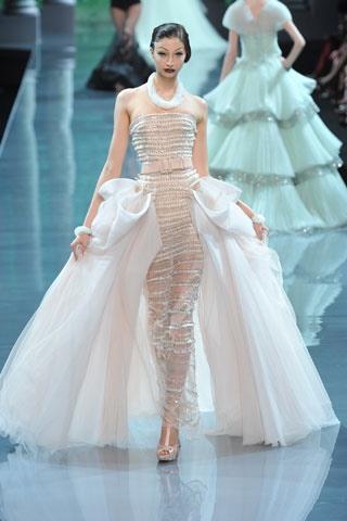 aishwarya-rai-vogue-dior-couture-gown.jpg