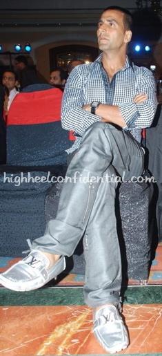 akshay-kumar-cnbc-awards-louis-vuiton-loafers-21.jpg