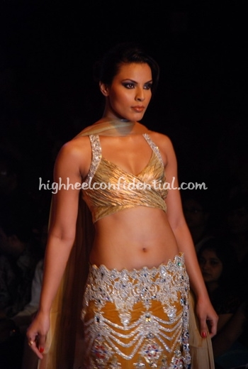 mansih-malhotra-hdil-couture-week-beige-sari-shilpa-shetty-bigg-boss-11.jpg