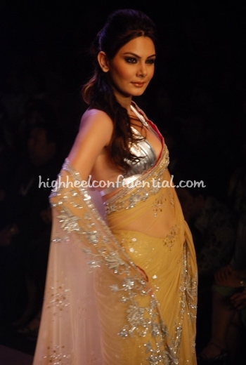 mansih-malhotra-hdil-couture-week-beige-sari-shilpa-shetty-bigg-boss1.jpg