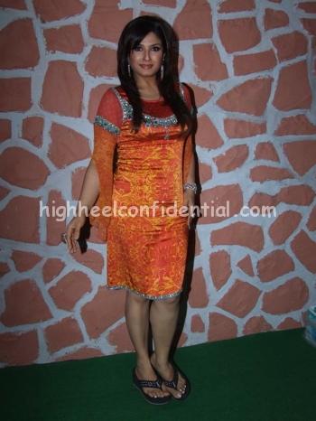 raveena-tandon-chak-de1.jpg