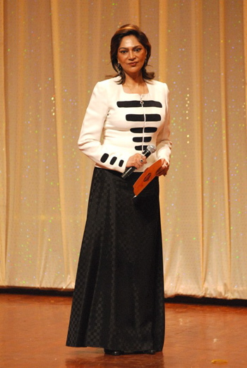 simi-garewal-zee-astitva-awards-2008.jpg