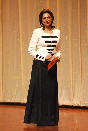 simi-garewal-zee-astitva-awards-20081.jpg