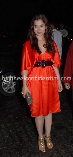 simone-singh-khatron-ke-khiladi-bash-colors-orange-dress-1.jpg