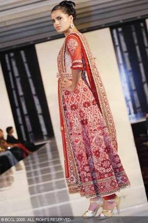 12-bridal-asia-08-tarun-tahiliani.jpg