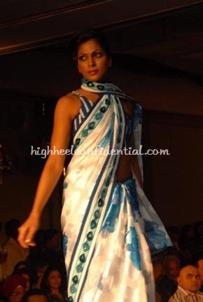 12-maheka-mirpuri-fashion-show.jpg