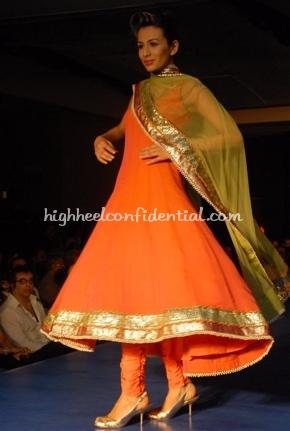 18-maheka-mirpuri-fashion-show.jpg
