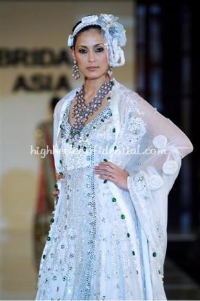 2-honey-waqar-bridal-asia-show-20081.jpg