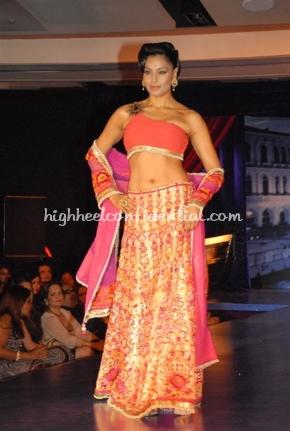 2-maheka-mirpuri-fashion-show.jpg