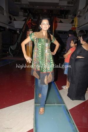 2-priyanka-thakur-fashion-show.jpg