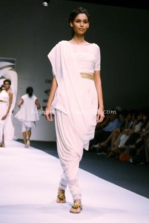 2-tarun-tahiliani-spring-09-delhi-fashion-week.jpg