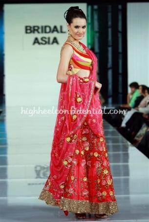 3-falguni-and-shane-peacock-bridal-asia-show-20081.jpg