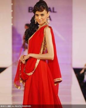 3-meera-muzaffar-ali-bridal-asia-show-2008.jpg