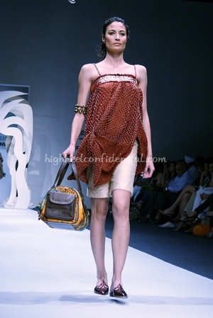 3-tarun-tahiliani-spring-09-delhi-fashion-week.jpg