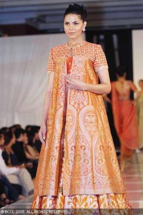 6-bridal-asia-08-tarun-tahiliani.jpg