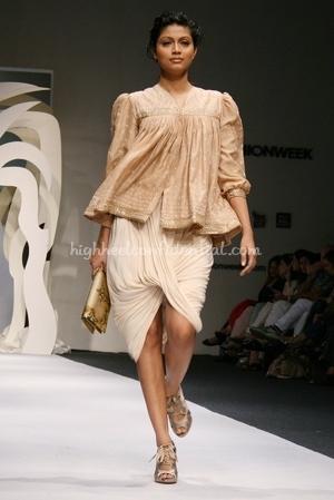6-tarun-tahiliani-spring-09-delhi-fashion-week.jpg
