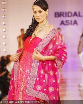 7-meera-muzaffar-ali-bridal-asia-show-2008.jpg