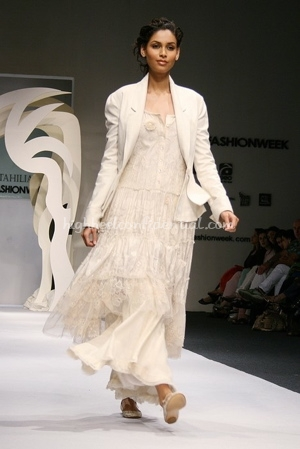 7-tarun-tahiliani-spring-09-delhi-fashion-week.jpg