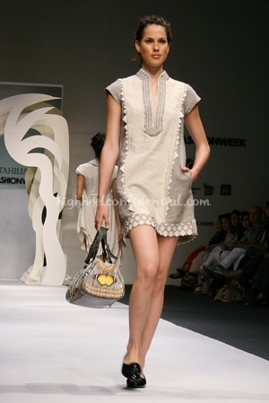 8-tarun-tahiliani-spring-09-delhi-fashion-week.jpg