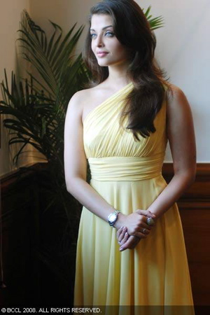 aishwarya-rai-bachchan-opening-of-longines-new-boutique-yellow-dress-gauri-and-nainika.jpg