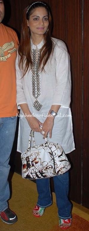 alvira-khan-prada-fairy-bag-yuvraj-music-launch-11.jpg
