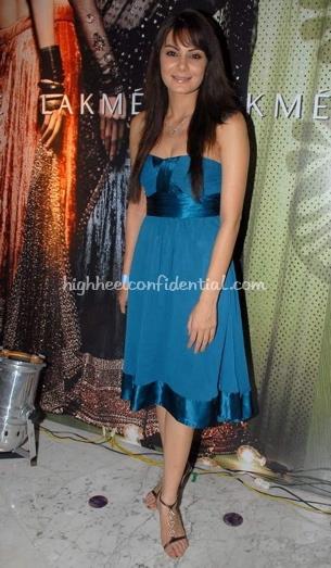 anchal-kumar-blue-dress-post-lakme-fashion-week-party1.jpg