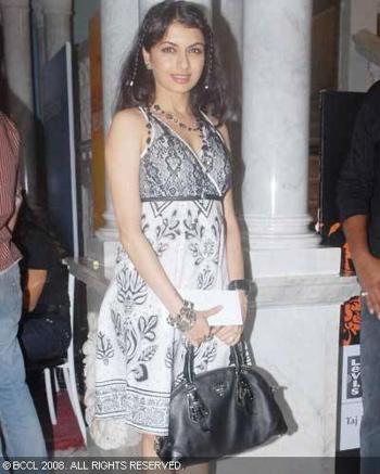 bhagyashree-post-lakme-fashion-week-bash-black-and-white-dress.jpg