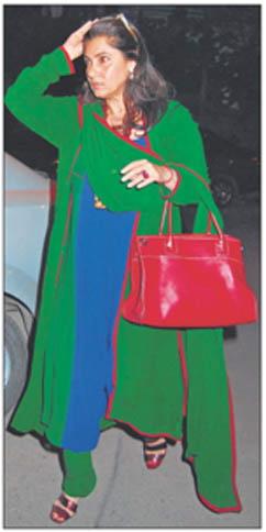 dimple-kapadia-blue-green-salwar-kameez-red-bag-ekta-kapoor-diwali-party.jpg