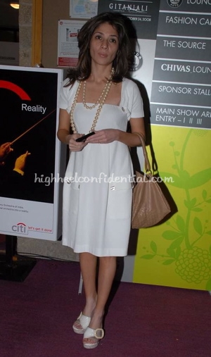 haseena-jethmalani-white-dress-lakme-fashion-week.jpg