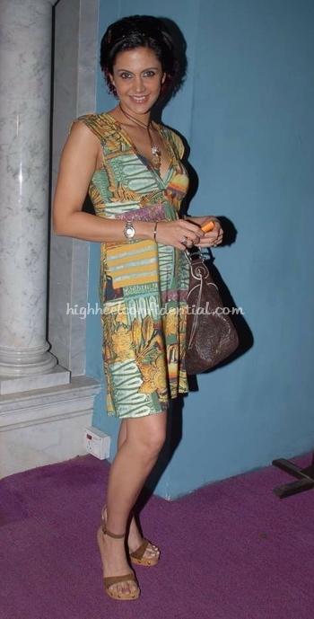 mandira-bedi-lakme-fashion-week.jpg