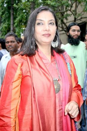 shabana-azmi-ftii-pink-salwar-again.jpg