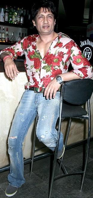 shekhar-suman-floral-shirt-ripped-denims.jpg