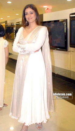 tabu-hi-living-book-launch-white-anarkali-1.jpg