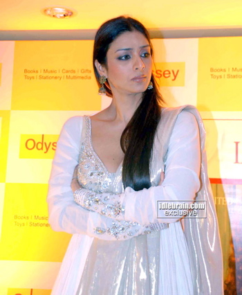 tabu-hi-living-book-launch-white-anarkali.jpg