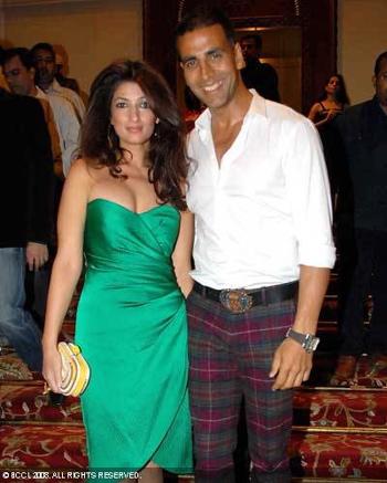 twinkle-khanna-14-anniversary-bombay-times-party-green-draped-dress-akshay-kumar.jpg