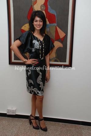 vidya-malwade-art-exhibition-black-dress-1.jpg