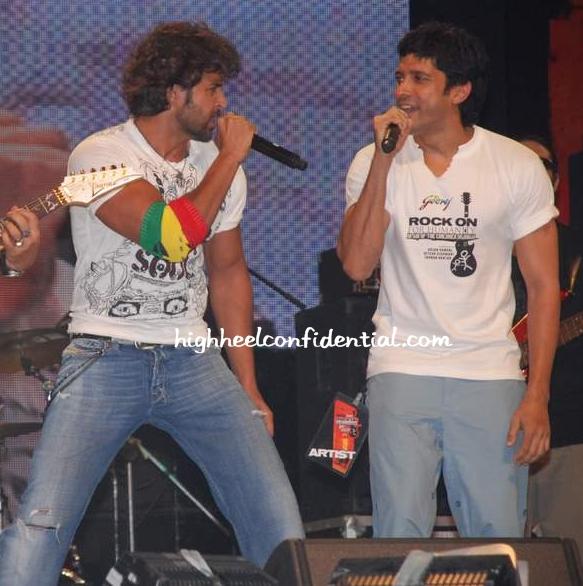 hrithik_arjun_rock_on_concert.jpg