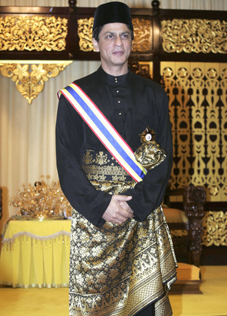 shahrukh-knighted-malaysia.jpg