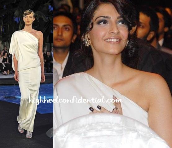 sonam-kapoor-chanel-filmfare-awards.jpg