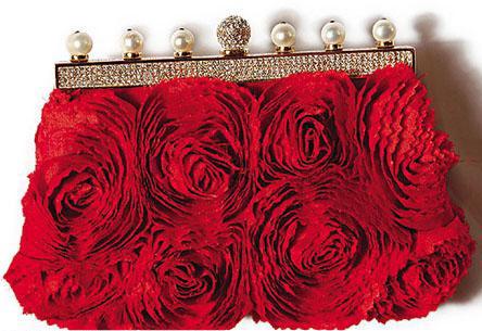 gauri-khan-valentino-45-anniversary-edition-clutch-lfw-manish-malhotra-1.jpg