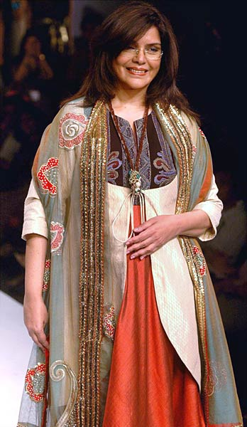 zeenat-aman-kolkata-fashion-week.jpg