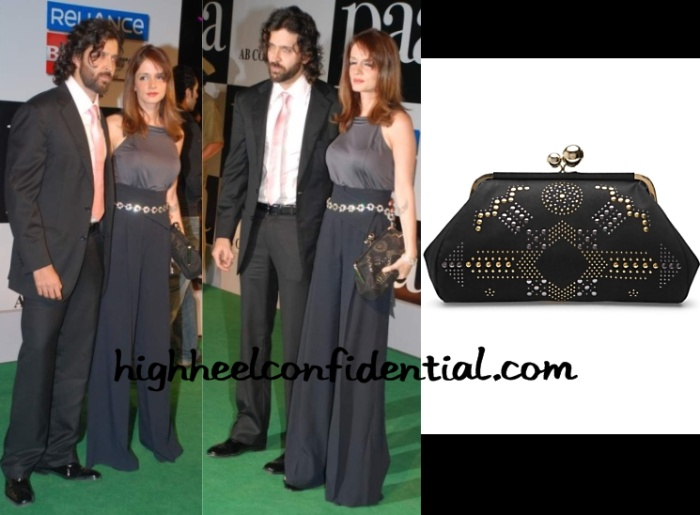 suzanne-khan-paa-premiere-stella-mccartney-clutch