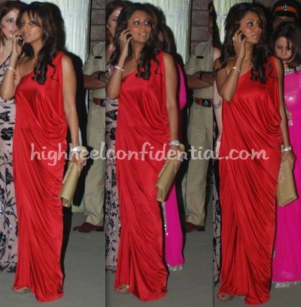 filmfare-awards-2010-gauri-khan-red-dress