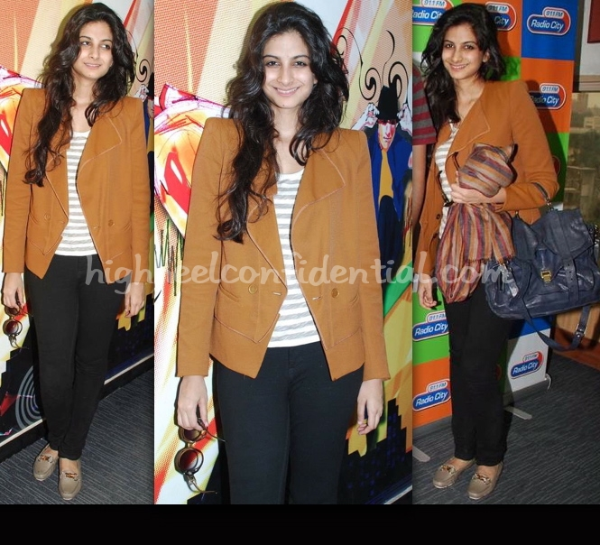 aisha-radio-city-promotion-rhea-kapoor